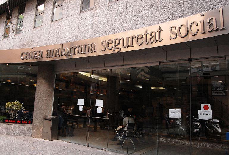 Pugen les despeses a la cass un 9 durant el primer for Oficines seguretat social barcelona