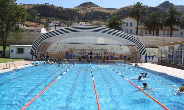 La mitad de las piscinas inspeccionados en m laga for Piscina inacua malaga