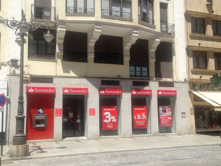 El santander cierra dos oficinas en le n capital este for Oficinas banco santander zaragoza capital