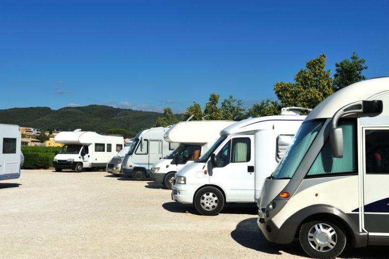 Las autocaravanas ya cuentan con un aparcamiento en esta localidad del valle del Alberche