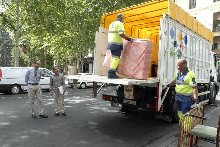 Servicio de recogida de muebles granada
