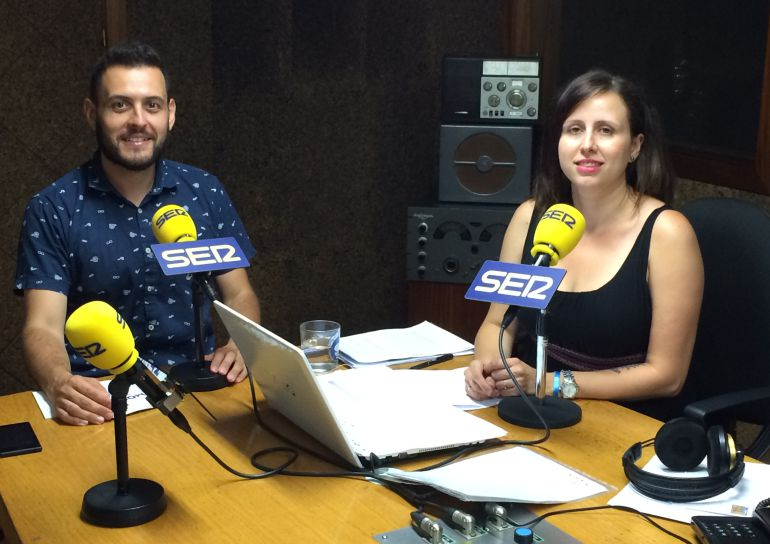 Roberto Pascual con Cristina Carballo en los estudios de Radio Ourense