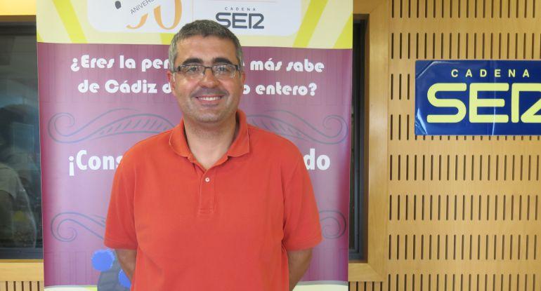 José Antonio Rivera sonríe tras convertirse en el primer finalista del Doctorado Honoris Cádiz