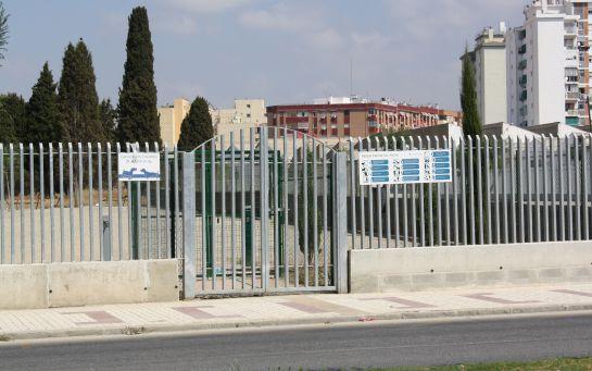El ayuntamiento de Málaga instala un parque para que los perros hagan sus necesidades sobre una de las fosas del cementerio de San Rafael: El Ayuntamiento instala un espacio para perros sobre la mayor fosa de San Rafael