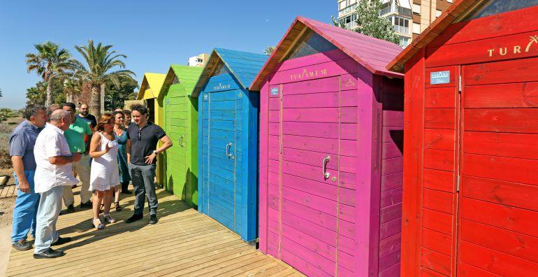 Multicolores casetas de ba o aportan nostalgia y for Casetas para banos