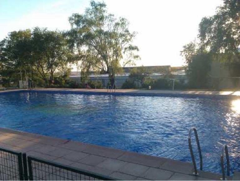 Una persona fallece en la piscina municipal de recas ser for Piscina municipal albacete