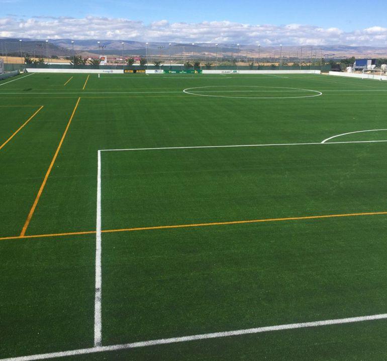 El club inaugura el nuevo campo de c sped artificial ser for Horario piscinas soria 2016