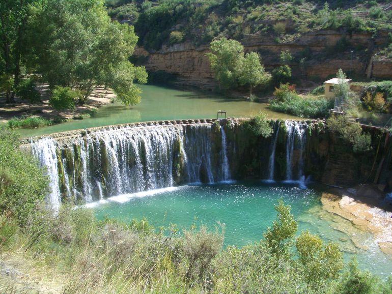 Las piscinas naturales de arag n masificadas radio for Piscinas naturales zaragoza