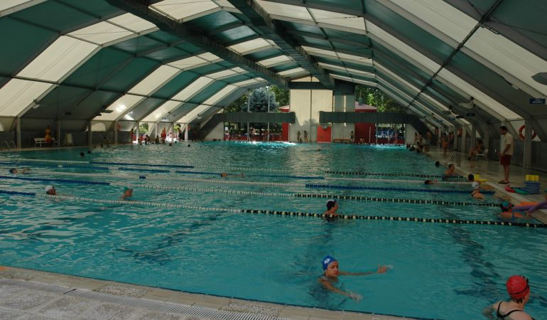 Fuenlabrada cubierta retr ctil para la piscina municipal for Piscina municipal pinto