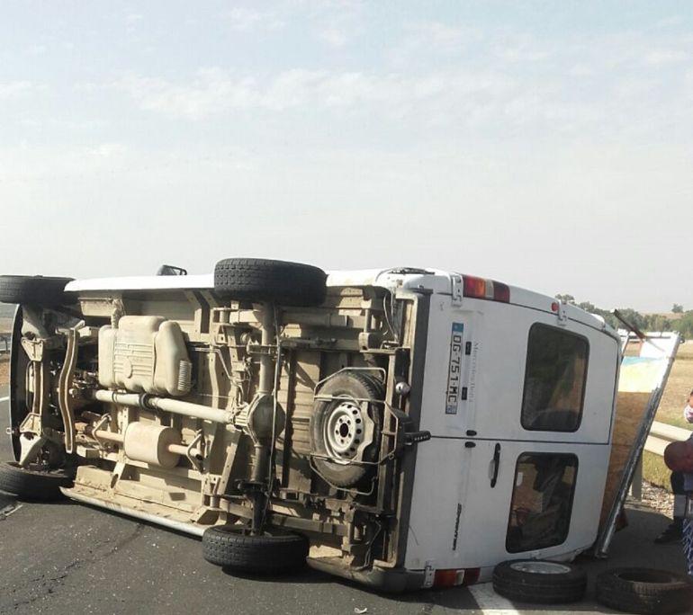 Cuatro heridos al volcar una furgoneta en el t rmino de for Furgonetas en cordoba