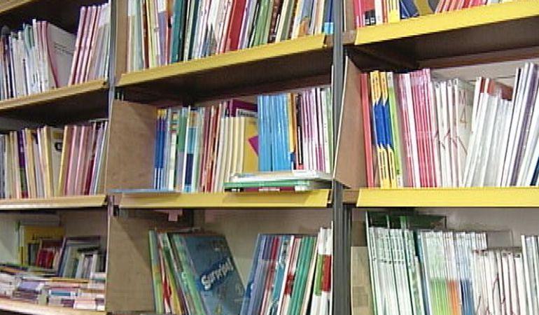 Los libros de texto cada vez se venden más a través de internet, aunque muchos prefieren las ventajas de comprarlos en su tienda de siempre