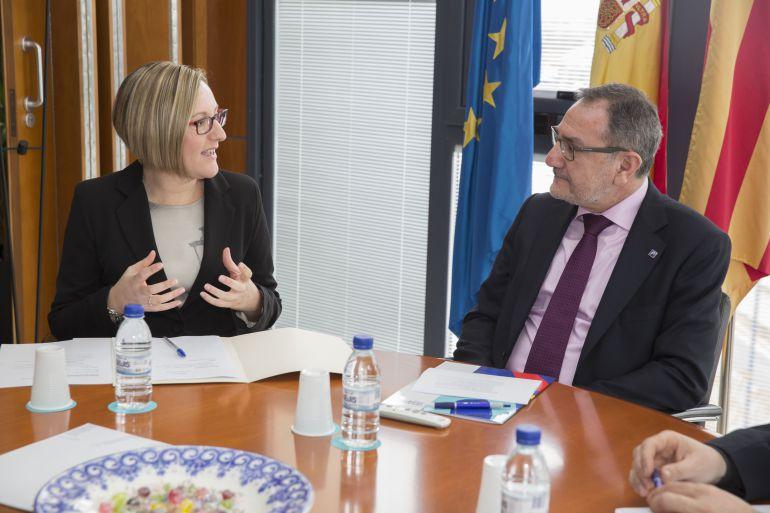 EL rector de la UJI, Vicent Climent, junto a la consellera de Infraestructuras, María José Salvador