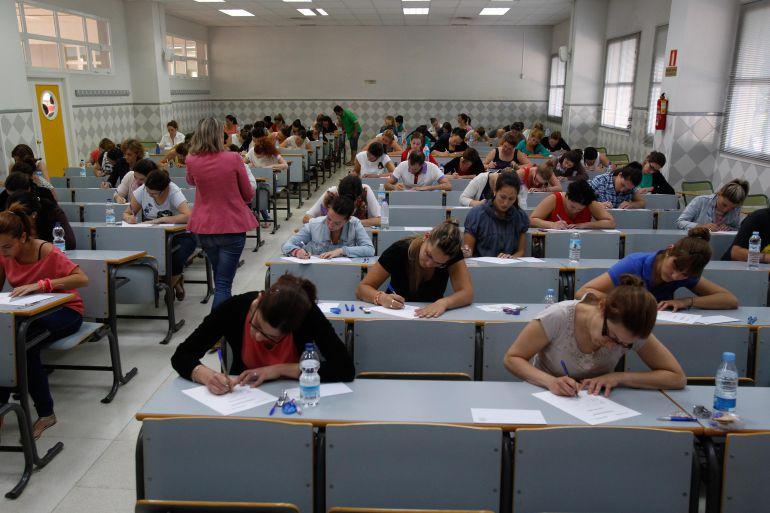 Estudiantes universitarios en clase.