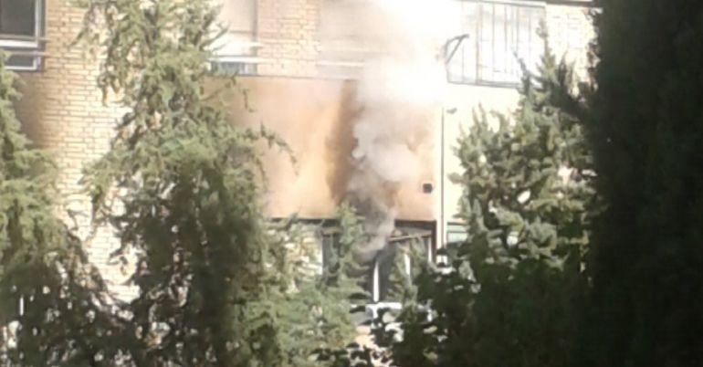 El segundo incendio del Polígono del Valle afectó a un bloque de viviendas.