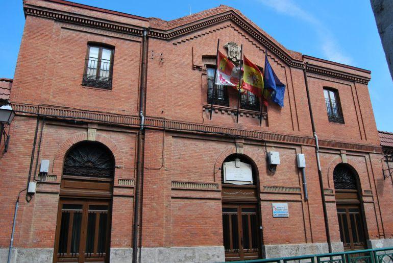 No se permite a los padres y madres de alumnos aparcar cuando sus hijos van al colegio ubicado en Palencia