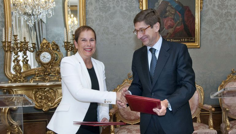 La Presidenta de Navarra, Uxue Barkos, y el presidente de Bankia, José Ignacio Goirigolzarri