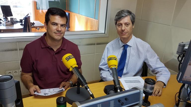 David Cantarero y Carlos Pajares en un estudio de Radio Santander