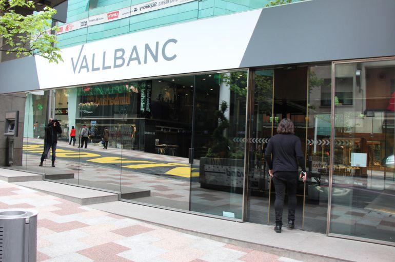 Afectats de BPA demandaran Vall Banc pel bloqueig dels seus diners per manca de corresponsals