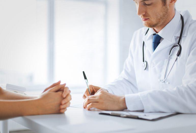 Médicos y profesionales del Negrín y del Materno-Insular reclaman a los políticos mayor financiación