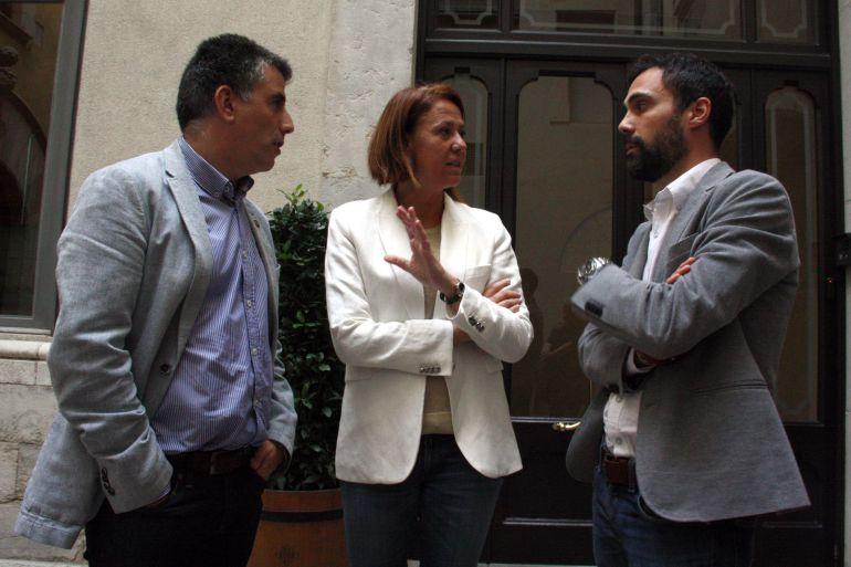 Els alcaldes de Salt, Jordi Viñas; Girona, Marta Madrenas i Sarrià de Ter, Roger Torrent