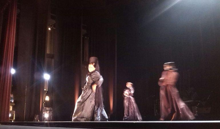 La bailaora granadina Patricia Guerrero y su cuerpo de baile en un momento de su 'Catedral', la obra que ha estrenado este viernes en el Lope de Vega