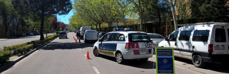La polic a va a inspeccionar las condiciones de los coches for Oficina zona azul talavera