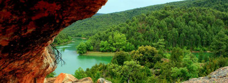 Paisaje del entorno del embalse del Molino de Chincha.