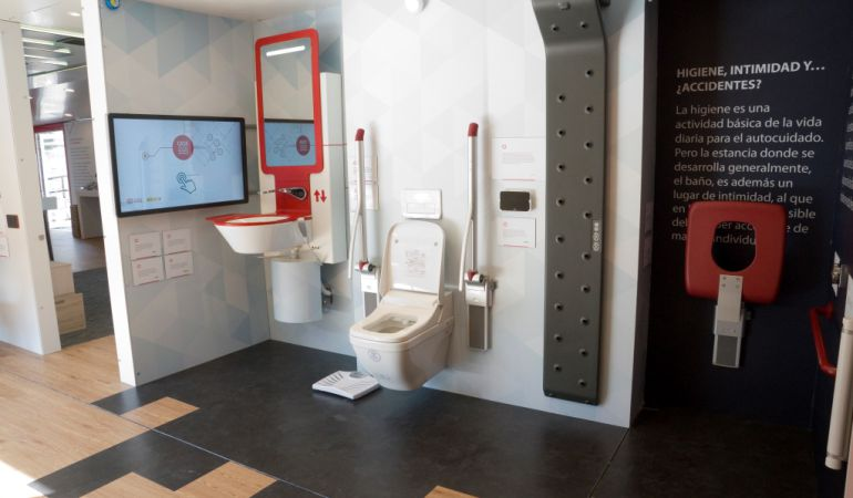 Baño Adaptado Discapacitados:Baño adaptado a personas discapacitadas / Fundación ONCE