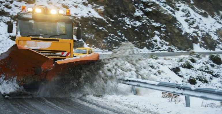 Este invierno: más personal, más máquinas quitanieves y más sal