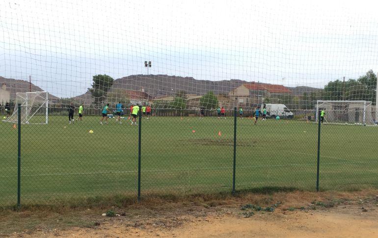 Los jugadores del Hércules CF entrenandose en las instalciones de Fontcalent