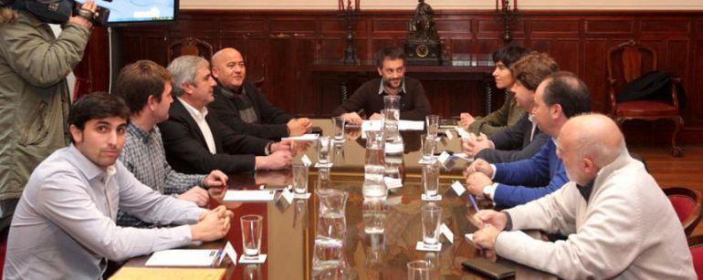 El alcalde de A Coruña junto a los del Consorcio das mariñas en María Pita