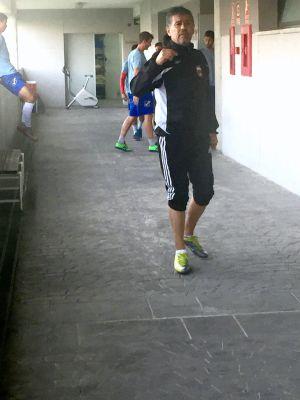 Mario Barrera entrena al equipo
