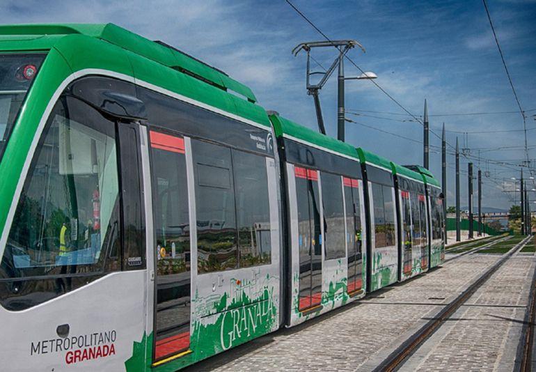 Una de las unidades en pruebas del metro de Granada