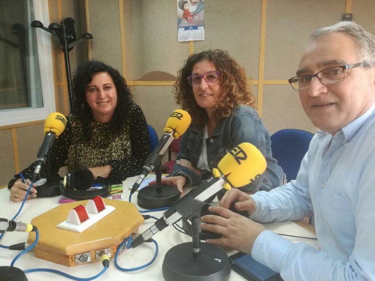 De derecha a izquierda: el economista Federico Sánchez de la Campa, la coaching Lola Pelayo y Toñi Romero, técnico del SOIPEA de la UHU