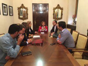 Los diferentes grupos políticos del Ayuntamiento de Jaén durante la reunión sobre la Carrera de San Antón.
