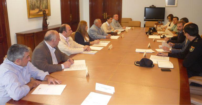 Miembros de organizaciones agrarias y de diferentes instituciones durante la reunión del dispositivo de seguridad.