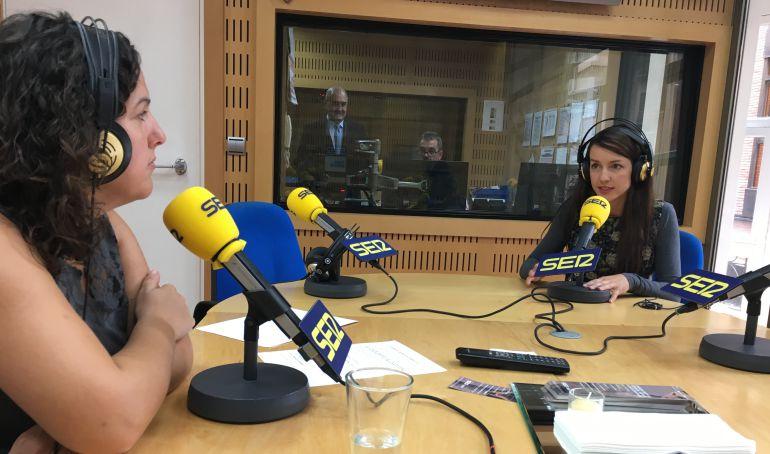 Maica Sánchez y Anna Gil Wittke durante el espacio Hablando Claro, en Hoy por hoy.