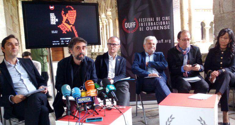 Presentación del XXI OUFF con Fran Gayo, segundo por la izquierda, su nuevo director artístico