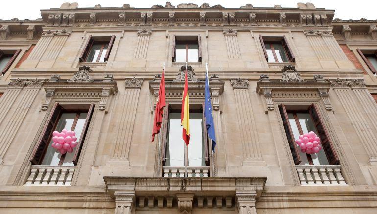 Se iluminarán edificios como el Parlamento de Navarra y ayuntamientos