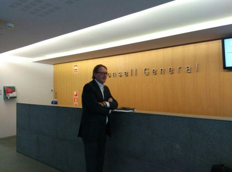 Higini Cierco espera al hall del Consell General a ser cridat per comparèixer davant la comissió especial BPA.