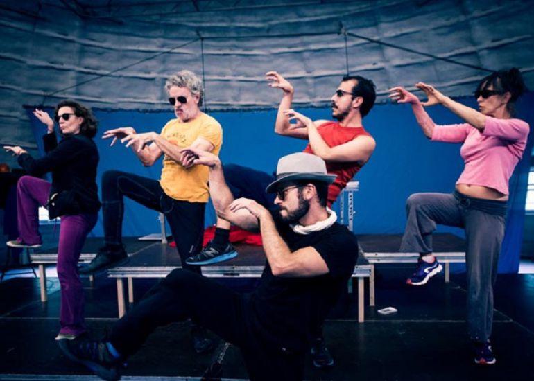 Els Joglars estrena en Sevilla Zennit: la realidad a su medida: Els Joglars arremete contra el mal periodismo