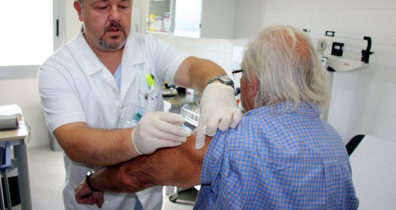 """Vacunación contra la gripe: Ávila: """"No hace falta que la cita llegue de la farmacia, del sector privado"""""""