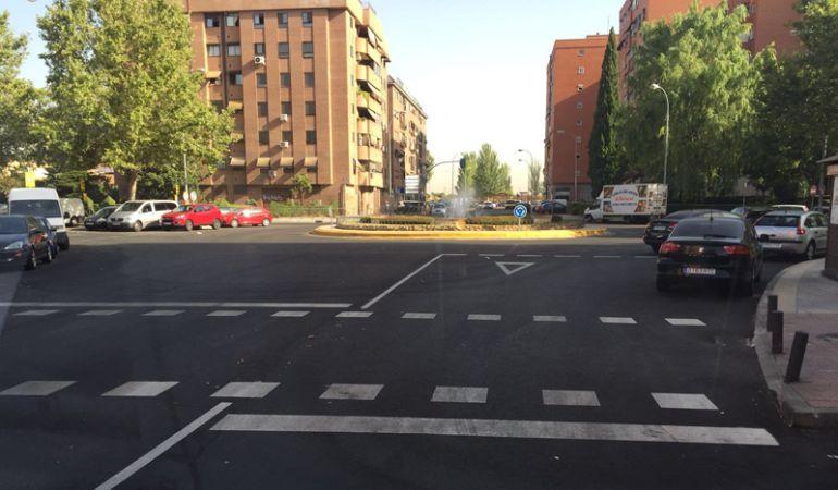 Fuenlabrada sustituye sus pasos de peatones por otros antideslizantes.