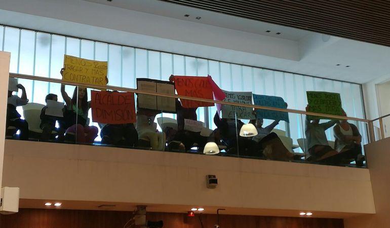 Los padres y madres de las escuelas infantiles llevan varias semanas protestando en los plenos