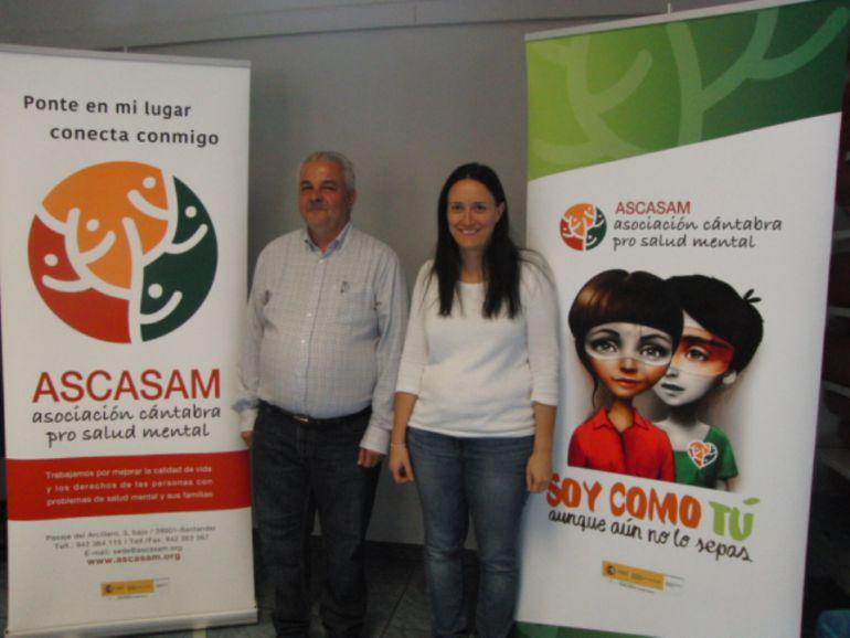 Jose Luís e Isabel, dos usuarios de Ascasam, en una de sus sedes.
