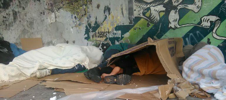La Comunidad de Madrid continúa dejando a menores tutelados durmiendo en un parque