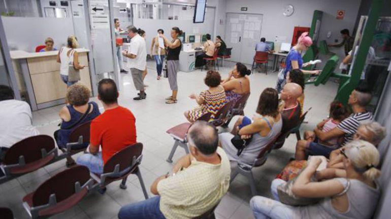 Desempleo el paro sube en extremadura en personas for Oficina de empleo caceres