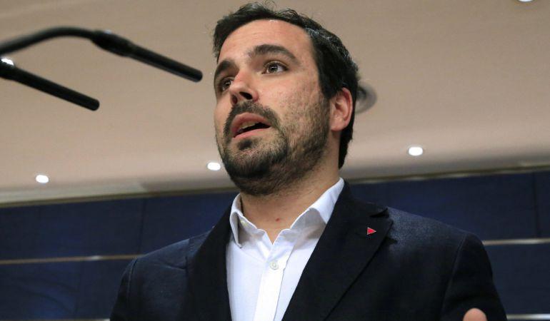 El portavoz de IU, Alberto Garzón, durante una rueda de prensa en el Congreso.