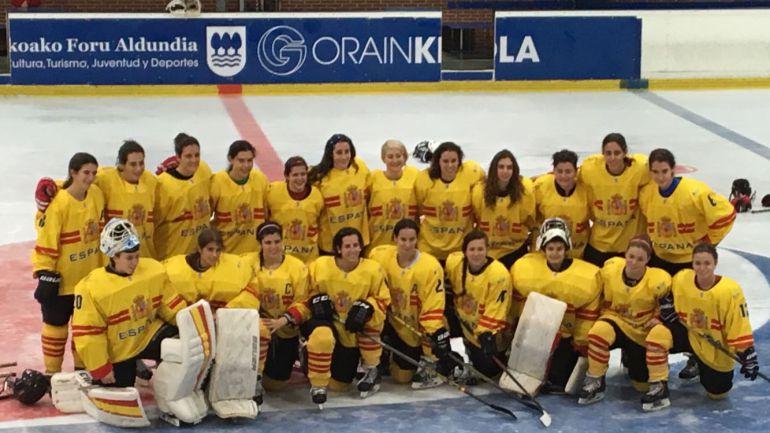 La selección española femenina de hockey hielo disputa el Pre-olímpico en San Sebastián.
