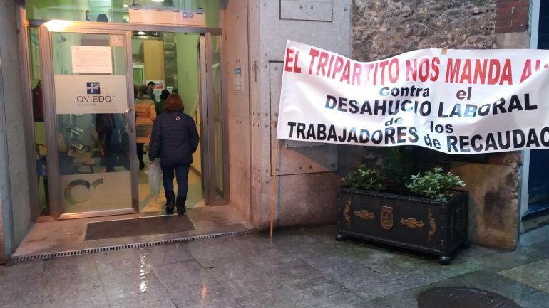 la huelga en la oficina de recaudaci n de oviedo en plena